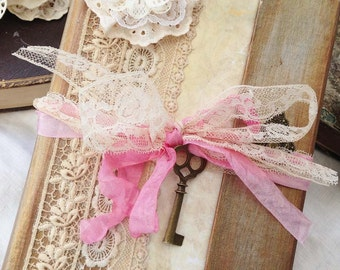 Wedding Guest book - 150 pages - in vintage style - Custom