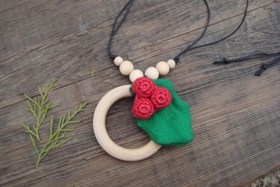 Christmas Teething necklace Ring Red green  Christmas necklace Wrap Scrap Breastfeeding Holly leaves Holly berry  Ready to ship