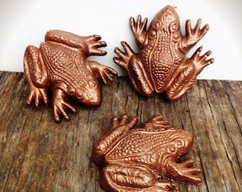 BOLD set of 3 hammered metallic copper garden frogs // shabby chic // office decor // paperweight animal statue // woodland nursery