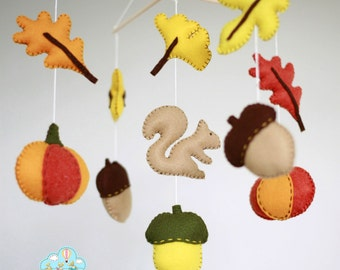 Autumn squirell baby mobile- Forest baby mobile- Autumn leaves mobile - acorns and leaves