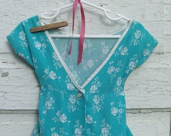 clothespin bag- vintage fabric floral smock clothesline laundry peg bag