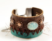 Leather cuff western style - leather bracelet 2 leathers brown and emerald green - Ibiza, bohemian style - leather jewelry - glass cabochon