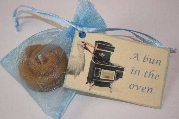 baby shower favors a bun in the oven baby announcements cinnabun