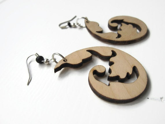 Earrings / earcuffs - lasercut wooden earrings - Floral shape earring