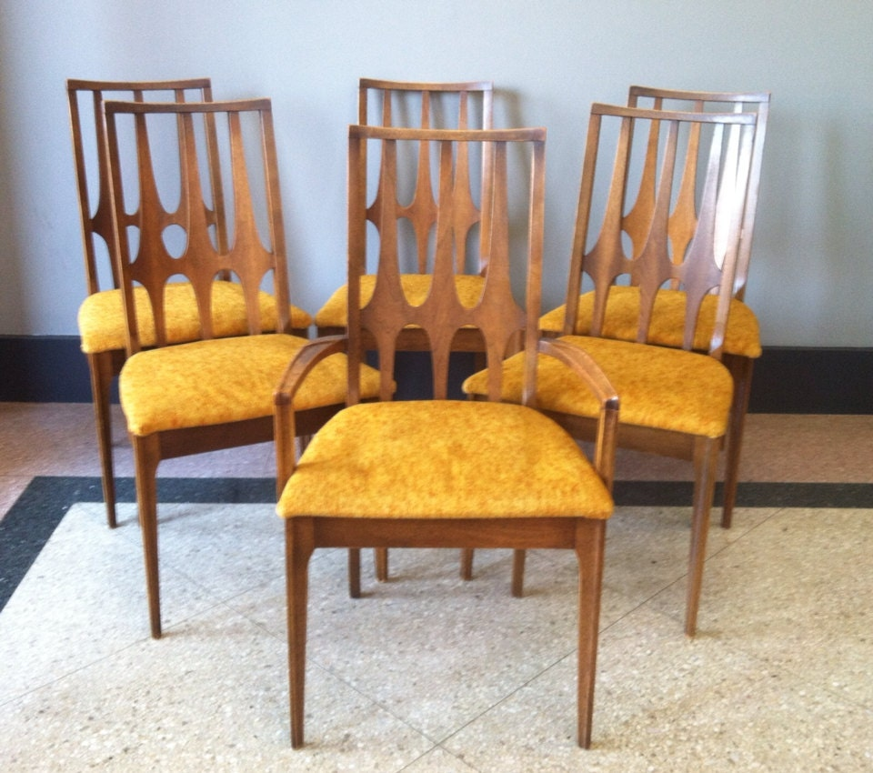 Reserved broyhill brasilia dining chairs set of 6 for Broyhill dining room furniture