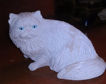 Vintage White Cat Figurine With Beautiful Blue Eyes