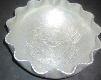 """REDUCED Vintage Aluminum scalloped edge floral pattern bowl 9"""" diameter 4"""" tall"""