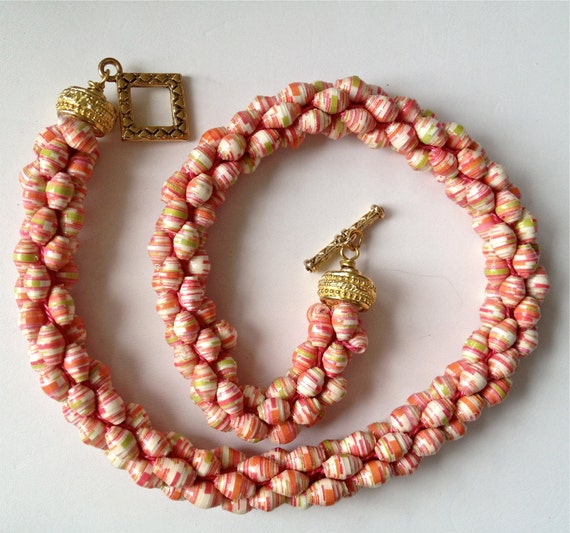 items similar to paper bead crochet necklace in pink and coral on etsy. Black Bedroom Furniture Sets. Home Design Ideas