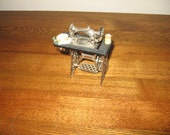 Miniature Singer Sewing Machine, Metal, Drawer opens, Parts and Wheel Moves, Vintage
