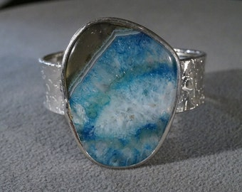 Vintage Silver Plated Fancy Large Oblong Oval Striated Shades Blue Colored Agate Bold Wide Cuff Bangle Bracelet