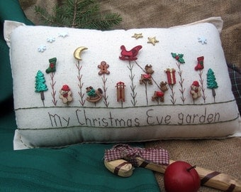 My Christmas Eve Garden Pillow (Cottage Style)
