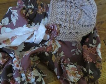 Newborn Girls Bonnet and Pantaloon Set