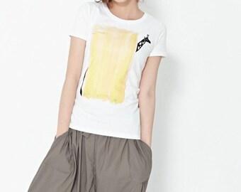 Yellow giraffe graphic Tshirt