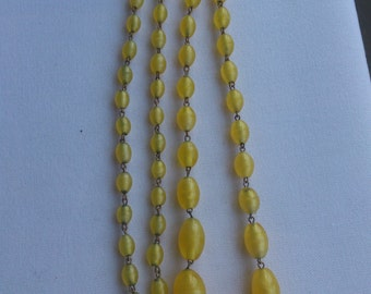 Beautiful vintage heavy yellow glass and wire necklace