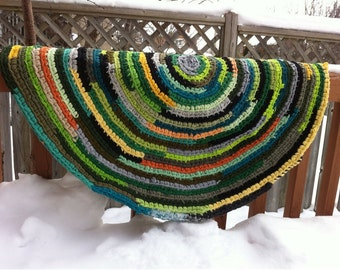 Crochet rug rag in green shades. Rug rag from recycled T-shirts.