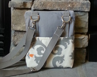 Attractive Messenger Bag with an adjustable strap.