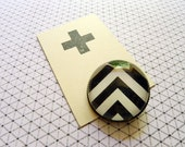 Brooch - Black chevrons, simple, minimalistic design, black and white stripes, geometry, arrows - Ø25mm/1in