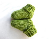 Green Stay-on baby socks with no ties, wool baby booties, grass green color, newborn, 3-6 month, 6-12 month, 1-1.5 years