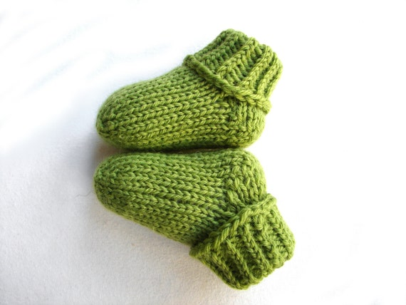 Green Stay on baby socks with no ties wool baby booties