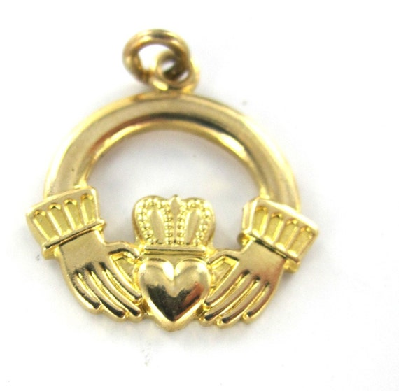 14kt yellow gold charm pendant claddagh by