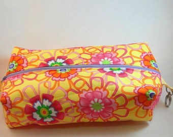 Flowers Yellow Boxy Knitting or Crochet Project Bag, Boxy Cosmetic Pouch, Box Bag, Large boxy bag, Makeup boxy bag, Toiletry Bag, Pouch .
