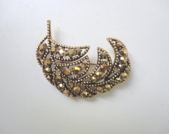 Vintage Weiss Gold and Topaz Brooch, Sparkle Leaf, Scarf Clip, Leaf Shape Brooch, Brown Rhinestones, Collectible Jewelry, Weiss Leaf Brooch