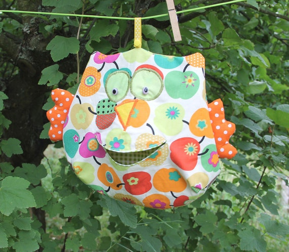https://www.etsy.com/listing/157830581/clothespin-bag-appleowl-colored-clothes