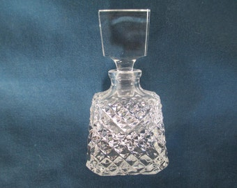 Vintage Diamond Point Perfume Bottle With Stopper Vanity Item Collectible Glass Dresser Decor Vanity Storage Home Decor