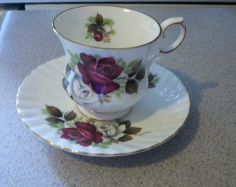 Elizabethan tea cup & saucer