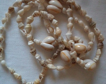 Vintage  1970s Shell Necklace