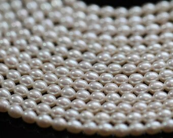 AAA Natural White Center-drilled Rice Freshwater Pearls, 4 - 5 mm, 16 inches, 70 beads (FP0101RC)
