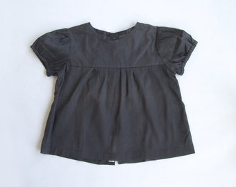 SALE!!! Girls summer top, girls shirt with puffy sleeves, dark grey, shell buttons
