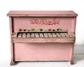 Little vintage pink French wooden PIANO with Birds 1940