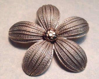 Vintage Two Tone Daisy Brooch
