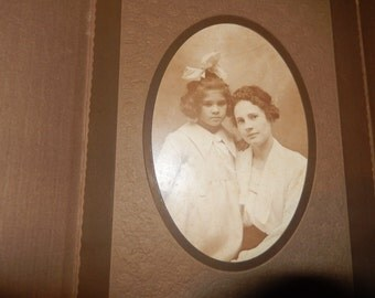 ANTIQUE PHOTOGRAPH of MOTHER and Daughter