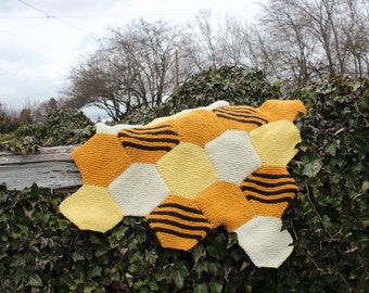 Beehaus (Knitted Blanket Pattern in Two Sizes)  -INSTRUCTIONS ONLY-