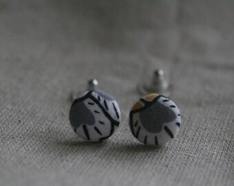 Grey flower cover button earrings.