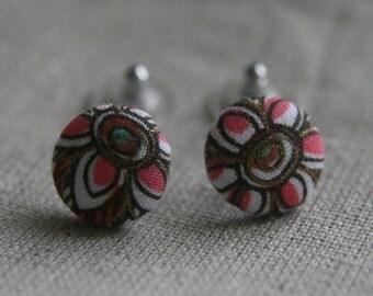 Flower cover button earrings.