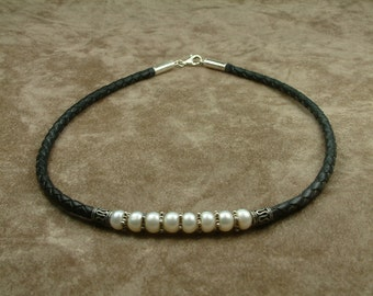 Black Leather Necklace with White Pearls (Περιδέραιο από Μαύρο Δερματάκι με Λευκά Μαργαριτάρια)