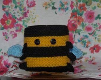knitted bumble bee mug cosy