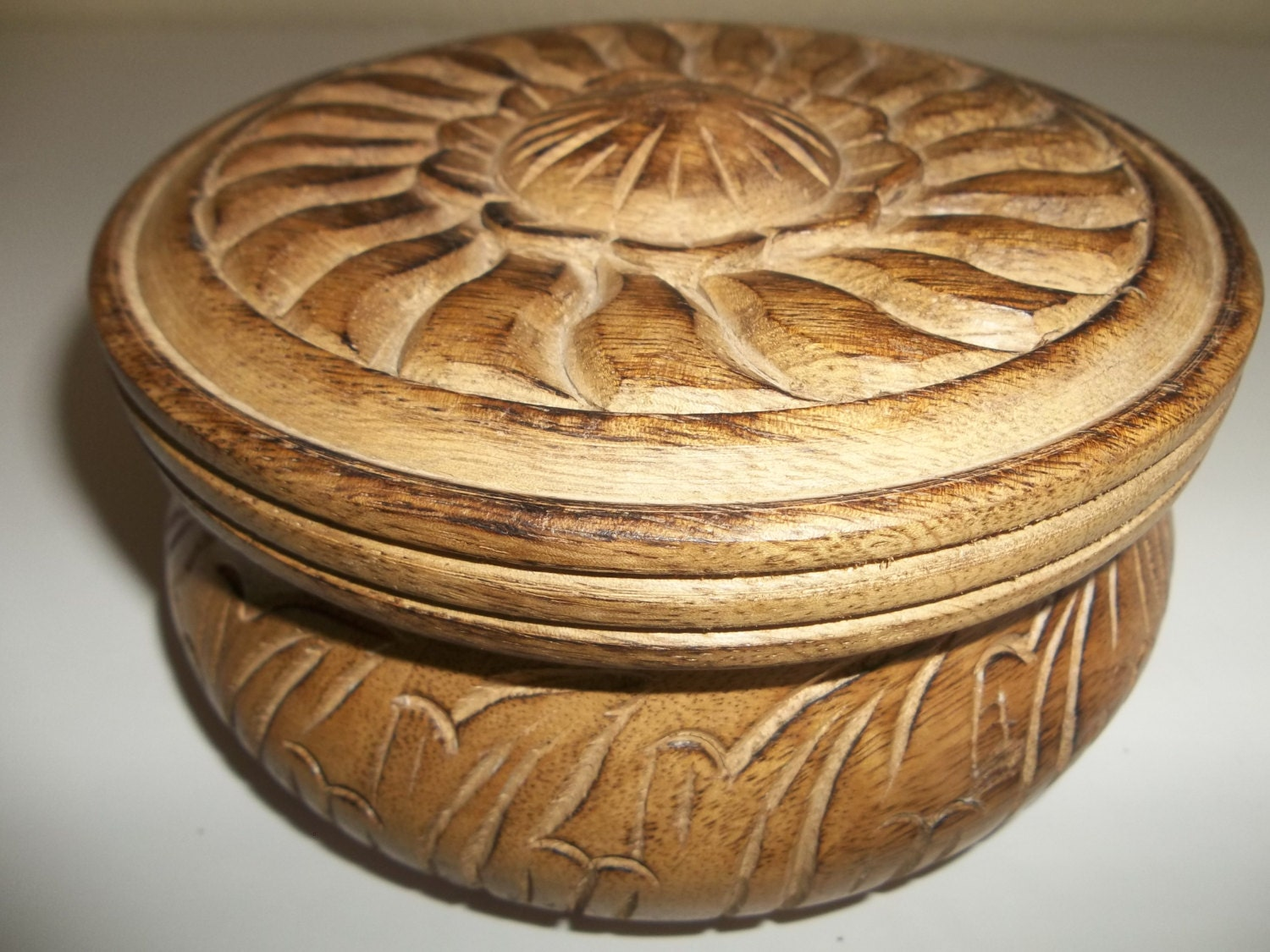 Vintage hand carved round wooden box with lid made in india for Circular wooden box