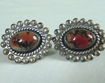 Lovely Vintage Pair of STERLING SILVER Screw back Agate Earrings