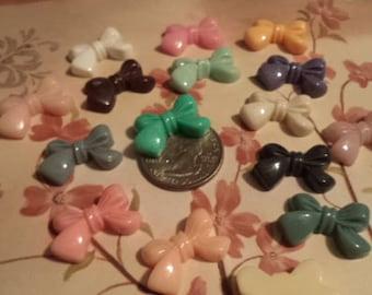 16 pcs of plastic bows mixture of different colors PB3