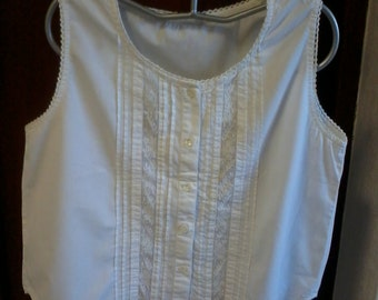 sleeveless blouse with lace and pleats