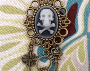 Bronze Tone Jolly Roger Skull And Cross Bone Pirate Gothic Steampunk  Brooch