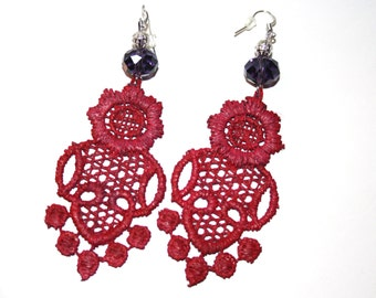 earrings made of macramè and embellished with beads