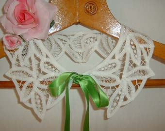 """Hand-embroidered white lace-up collar with """"renaissance"""" point. Retro chic collar. Romantic and feminine fashion accessory. Precious embroidery."""