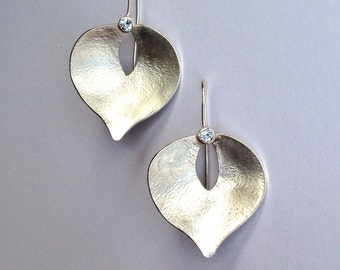 Silver petal-shaped earrings with aquamarine gemstones