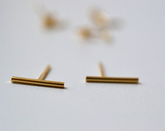 "Bar studs, vermeil yellow or rose gold. staple earrings ""Nude Maud"""