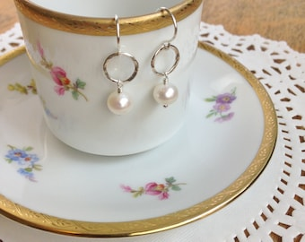 Cafe Earrings: White Pearl (6mm)